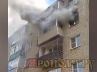 Real video. Чтобы спасти от пожара детей, взрослые выбрасывали их в окно с пятого этажа
