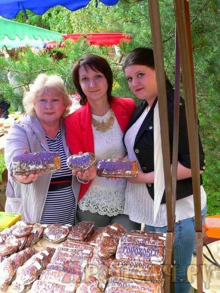 На снимке: Елена Луценко, Юлия Калашник, Екатерина Щенникова