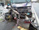 На трассе пассажирский автобус столкнулся в лобовую с легковушкой. Есть погибшие