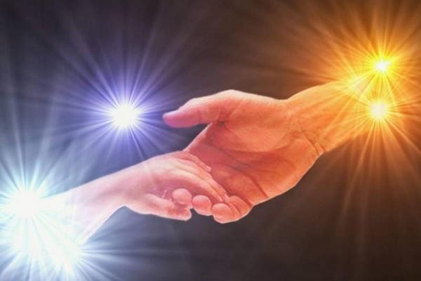дар,дар Богов,дар божий,рука тянется к руке,