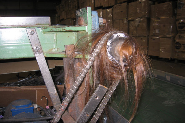 скальпирование на производстве, намотало на вал волосы,