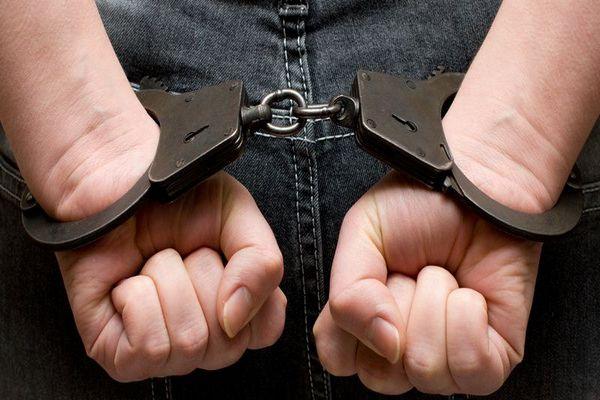 наручники,руки в наручниках за спиной,арестовали,