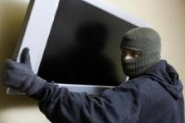 вор,украл телевизор,