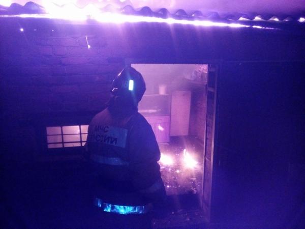 Ночной пожар тушили 10 человек