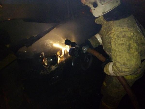 В Крещенский вечер около следкома сгорела легковушка