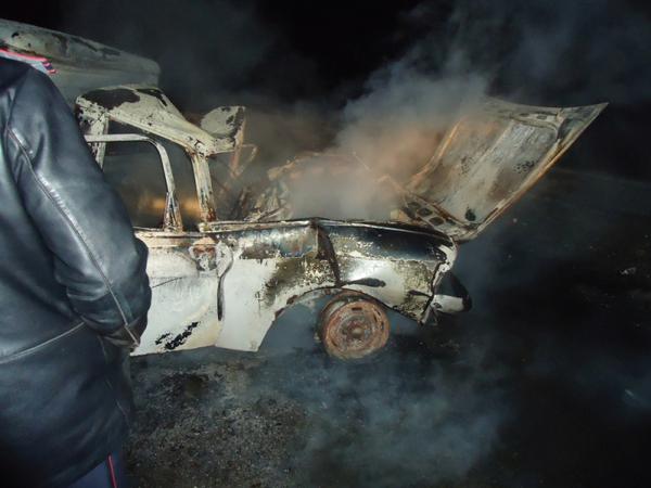 В результате массовой аварии сгорели две машины. Погиб водитель легковушки
