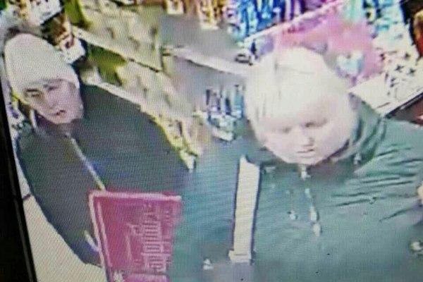 """Полиция разыскивает подозреваемых в краже из магазина """"Пятёрочка"""""""