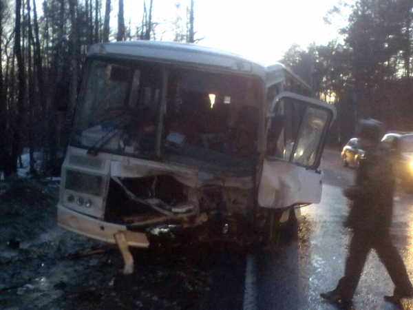 Смертельное лобовое столкновение автобуса и внедорожника. Фото и видео с места происшествия