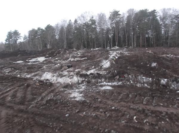 На территорию закрытой свалки завезли тонны рекультиванта 3 класса опасности