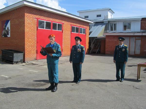 В отличие от других профессий не все пожарные боятся начальства как огня