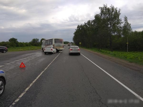 Легковушка и фургон столкнулись с пассажирским автобусом. Имеются пострадавшие