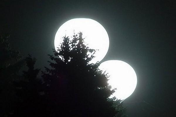 две луны,2 луны,противостояние марса,
