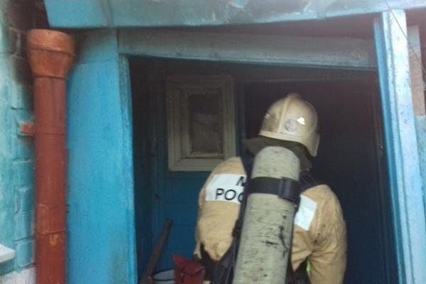 Ночной пожар в жилом доме тушили 6 человек
