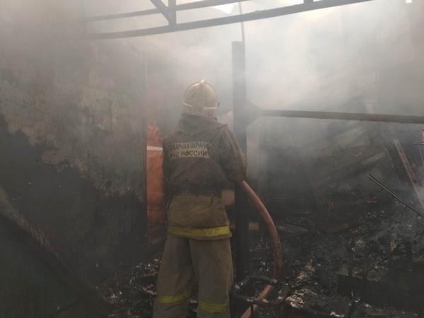 Пожар в деревне тушили 13 человек