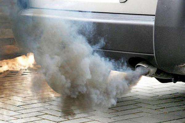 Владельцев автомобилей с грязным выхлопом будут штрафовать