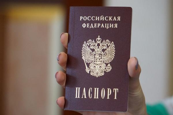 Незаконно выдал паспорт РФ иностранной гражданке