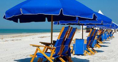пляжный сезон,пляжные зонты,