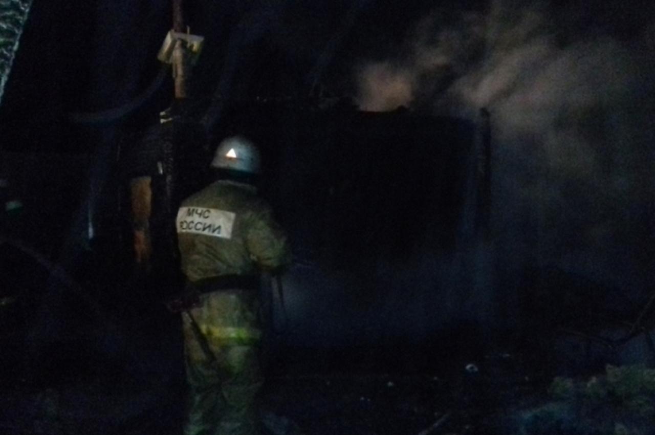 Ночной пожар в бане тушили 9 человек