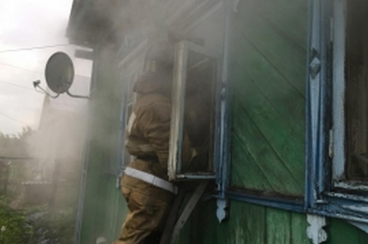 Вечерний пожар в частном доме тушили 9 человек