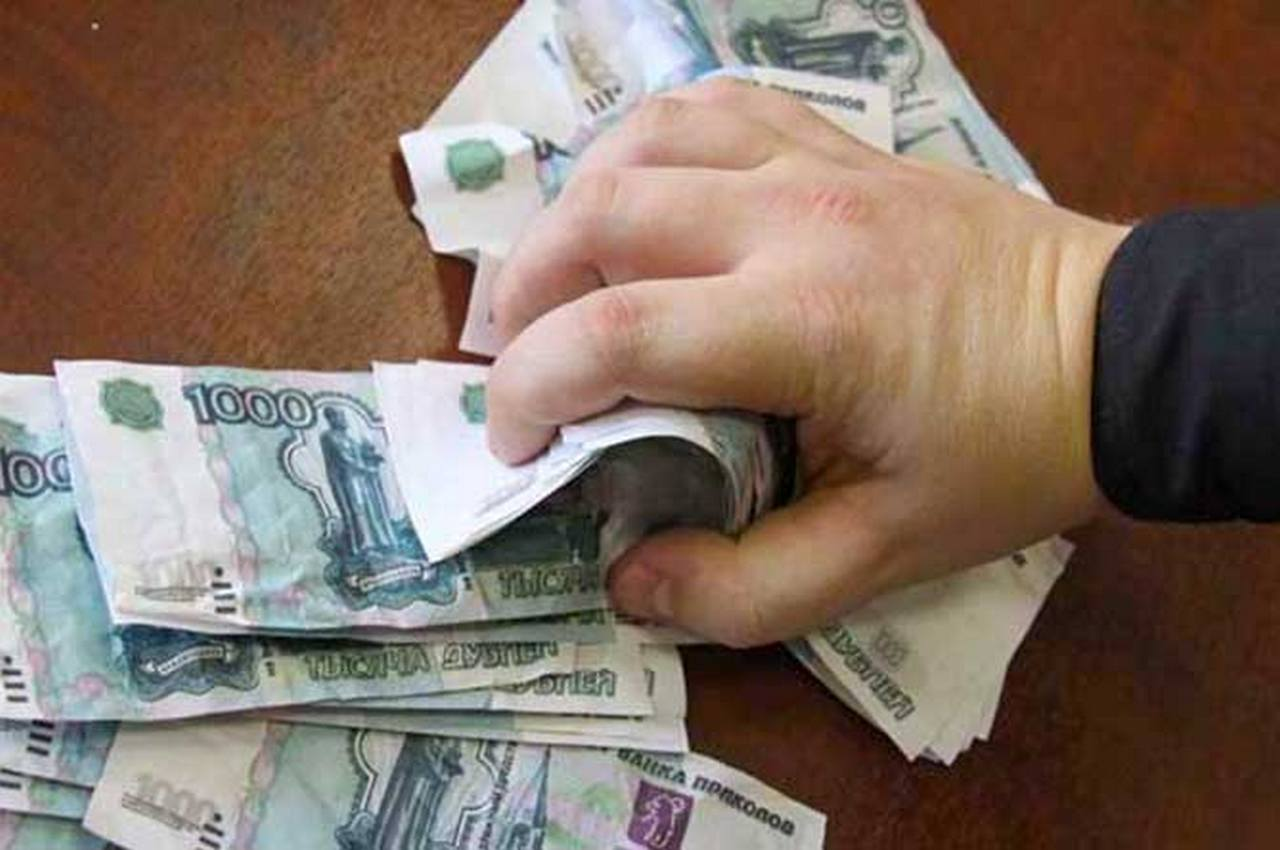 Начальник женской колонии присвоил премии сотрудников, чтобы заплатить штраф