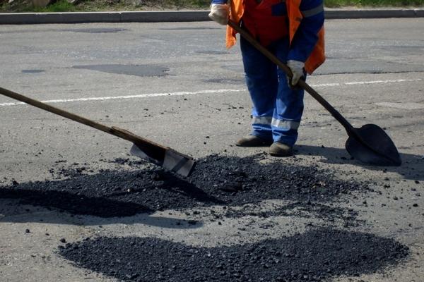 Район ждёт ремонта дорог. Губернатор выделил денег, районная администрация обещала отремонтировать