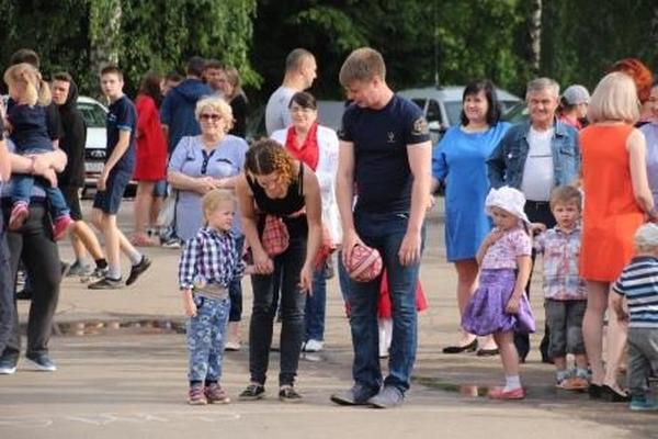В Фатьянов-сквере прошёл вечер семейного отдыха