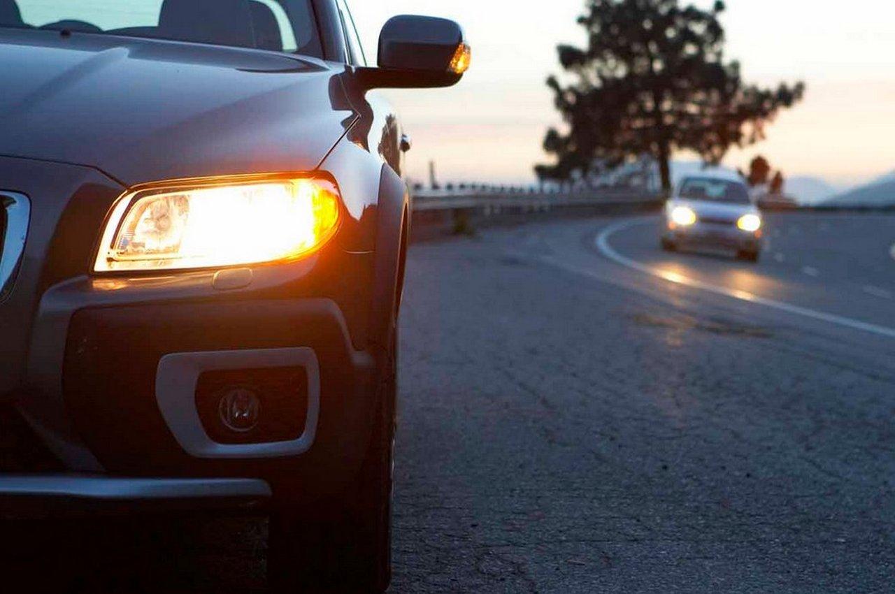 Могут ли оштрафовать водителей за мигание дальним светом фар?
