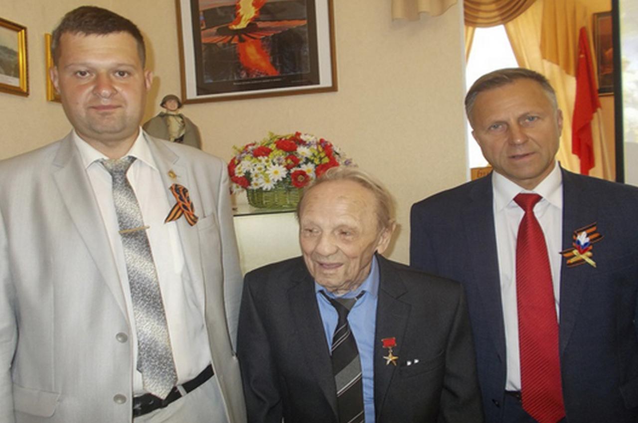 Последнего Героя поздравили с 75-летием победы советских войск в Курской битве