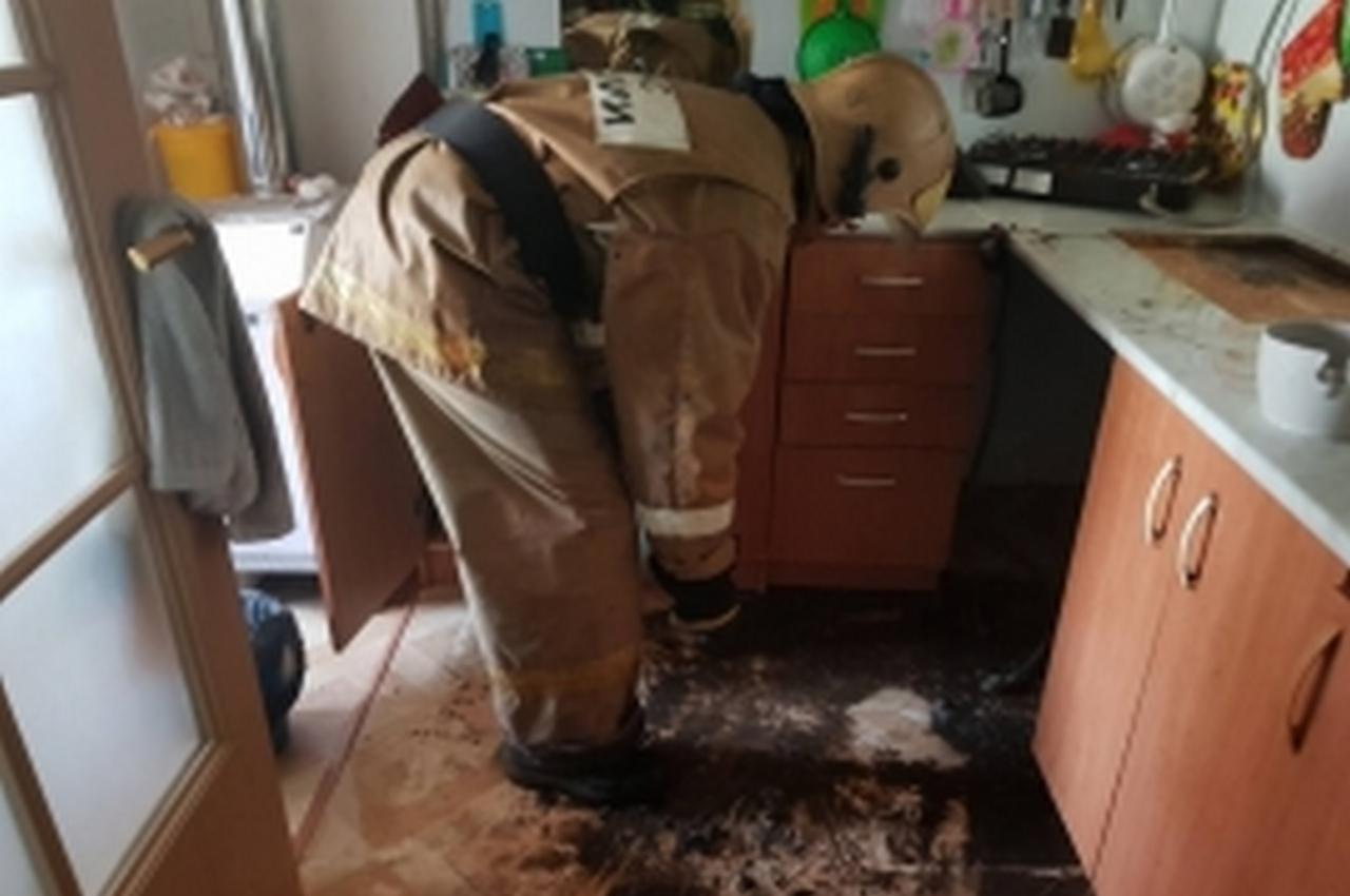 Пожар в частном жилом доме тушили пять человек