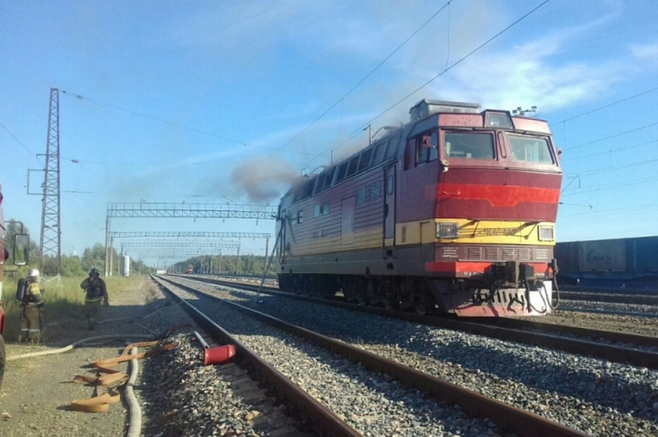 Пассажирский поезд загорелся на ходу