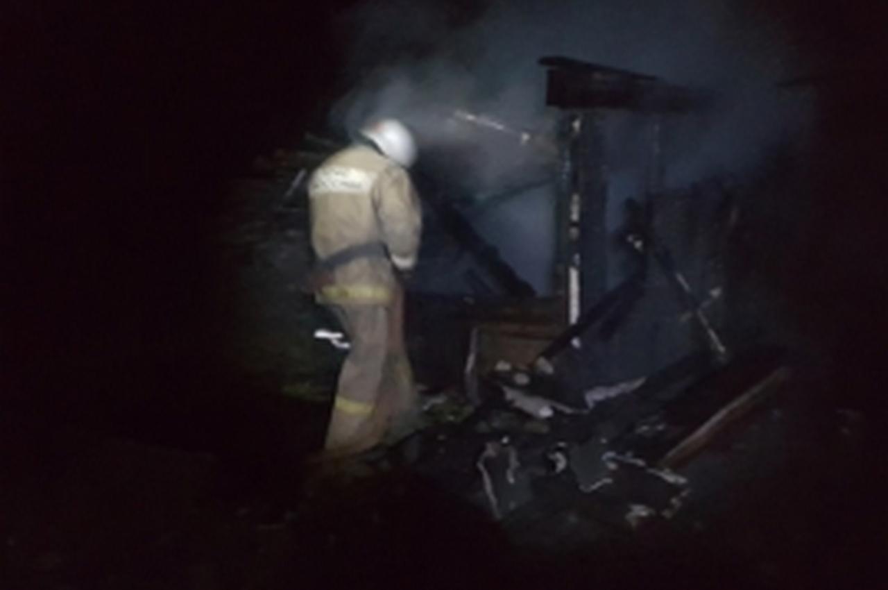 Вечерний пожар в деревне тушили 10 человек