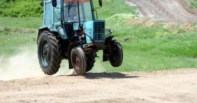 трактор,украл трактор,