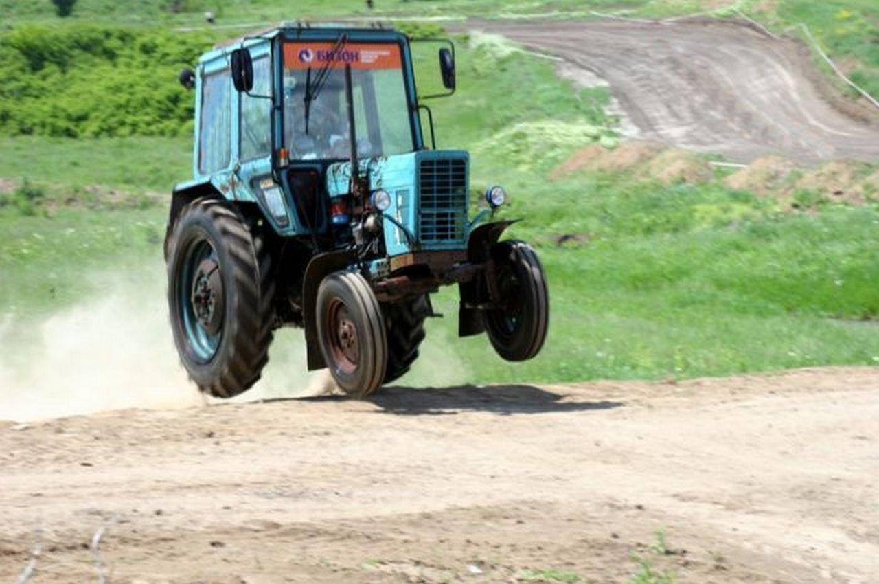 Украл трактор, чтобы разобрать на запчасти