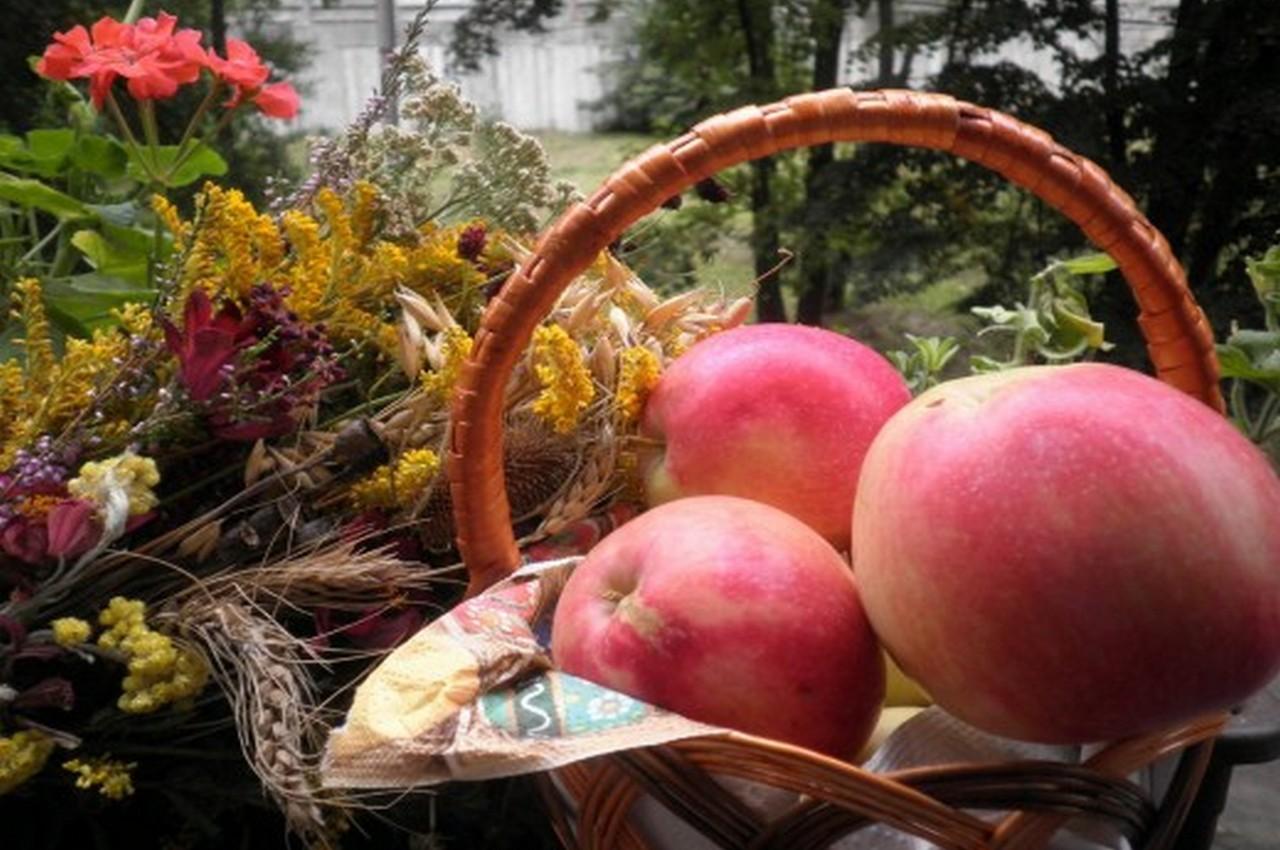 19 августа — Преображение Господне и Яблочный спас. Почему нельзя есть яблоки до праздника