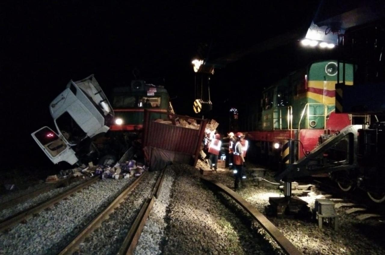 Смертельное столкновение поезда и грузовика