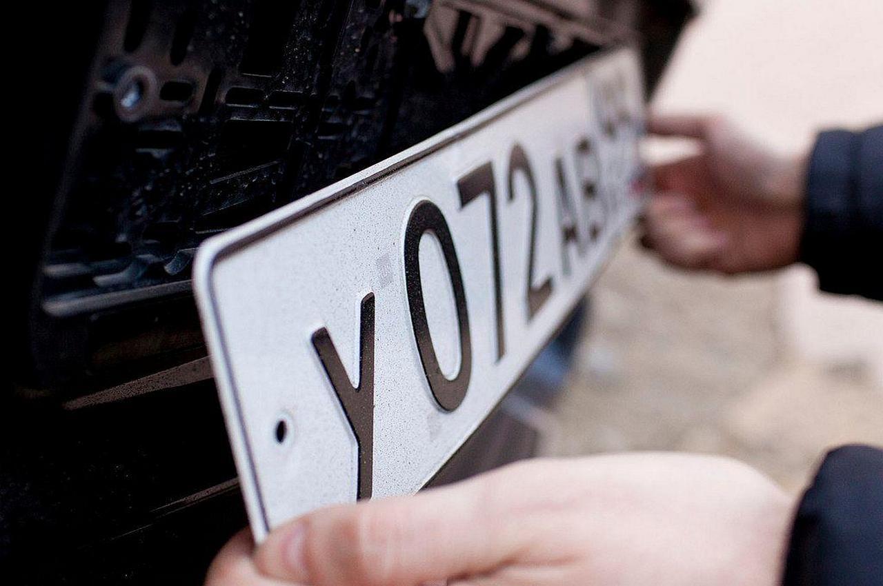 Путин запретил сотрудникам ГИБДД снимать госномера с автомобилей