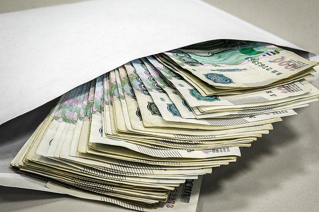 Предпринимателя осудили за взятку прокурору