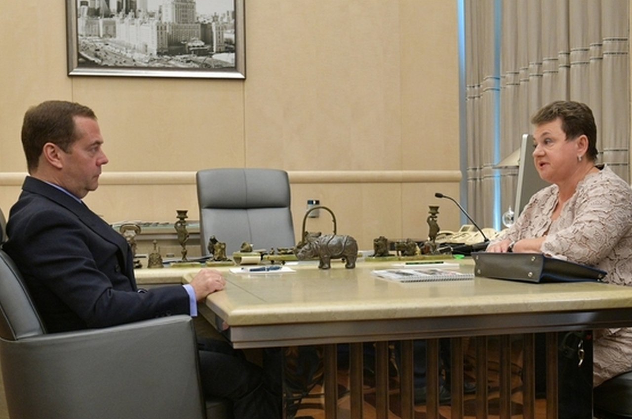 Медведев дал поручение Министерству культуры широко отметить 100-летие Алексея Фатьянова
