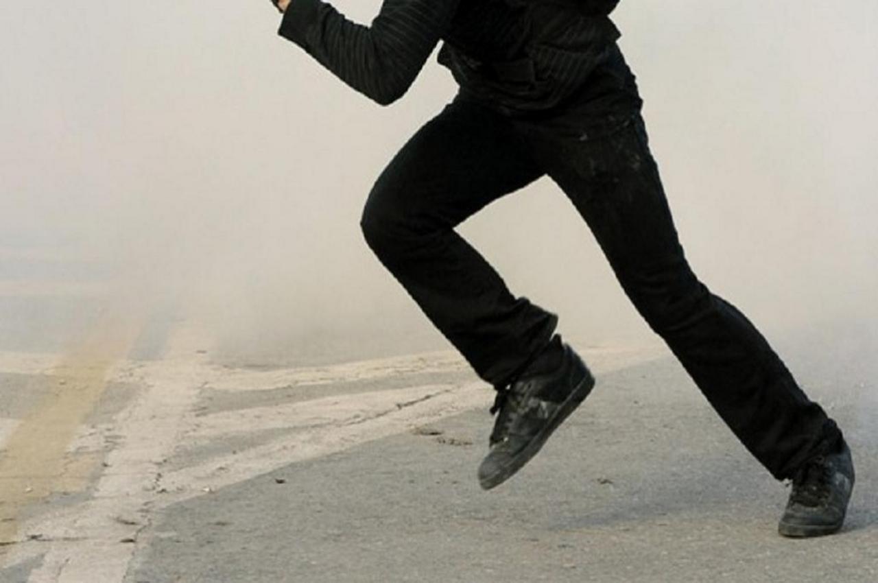 Любитель травки, убегая от полицейских, на ходу ел коноплю