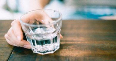 алкоголь,спаива несовершеннолетнюю,