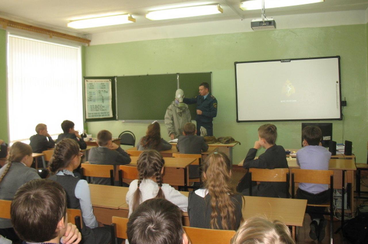 Спасатели провели в школе урок по гражданской обороне