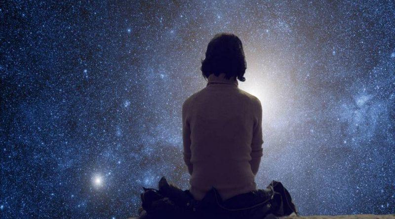 гороскоп,гороскоп на каждый день,гороскоп на вторник,женщина смотрит на звездное небо,звездное небо,девушка,