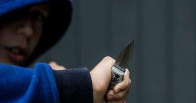нож,подросток,