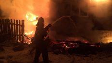 Утром сгорел жилой дом