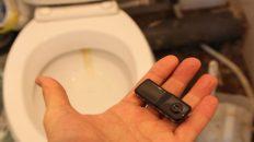 Подглядывал за своими коллегами по работе при помощи скрытой видеокамеры в туалете