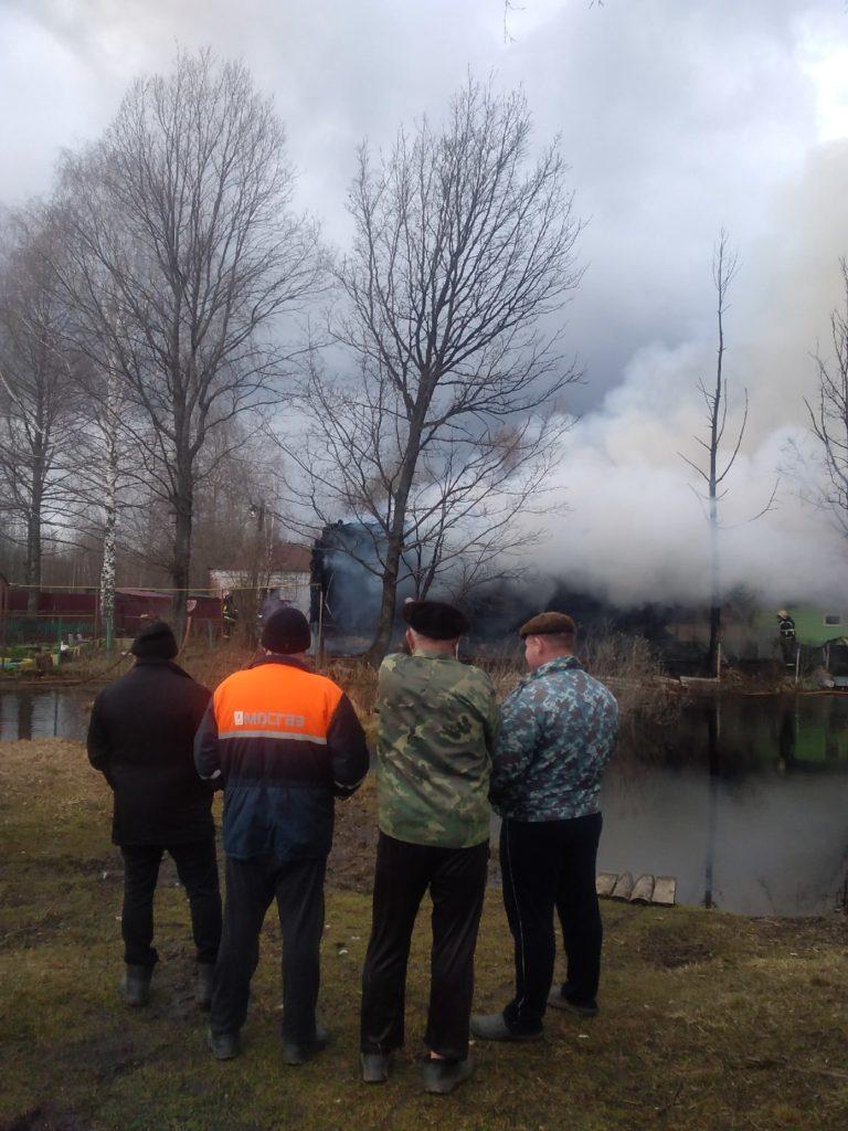 Пожар в частном жилом доме тушили 11 человек