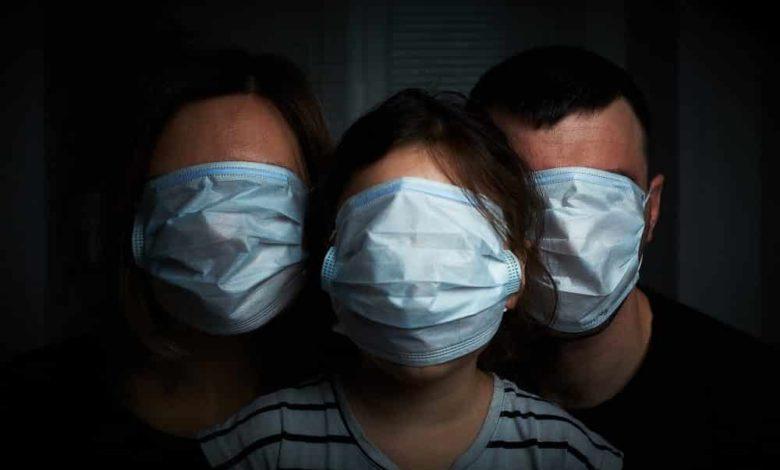 режим самоизоляции пандемия коронавирус,карантин,дома в масках,