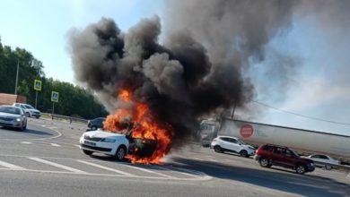 Photo of На трассе в результате ДТП сгорела машина. Есть пострадавшие