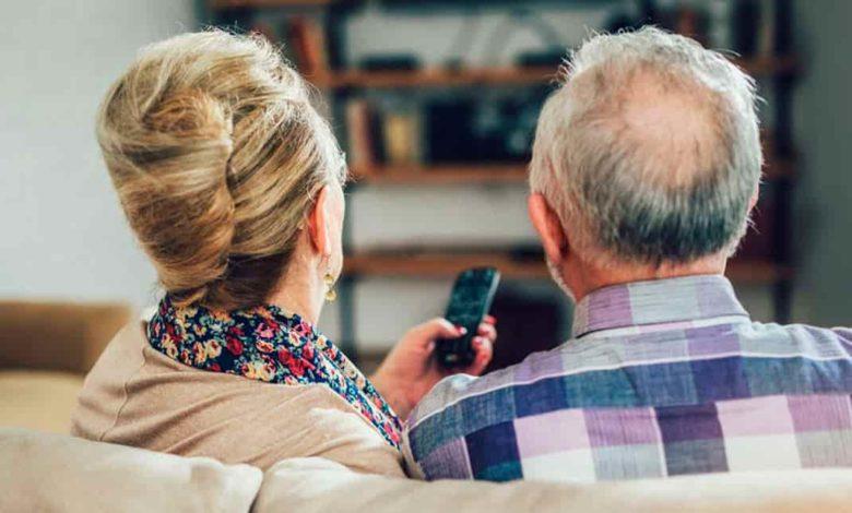 пожилая пара,пожилыйе люди,режим самоизоляции для пожилых,