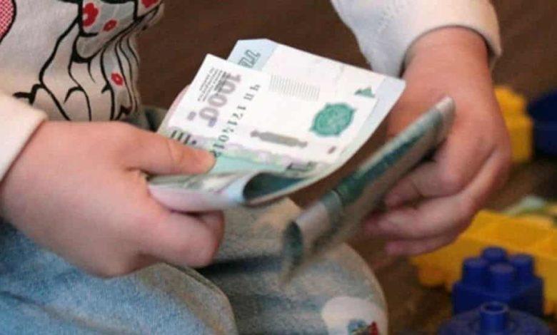 денежная выплата на детей,детская выплата,10 тысяч рублей на детей,5 тысяч рублей на детей,единовременное пособие на детей,деньги в руках ребенка,
